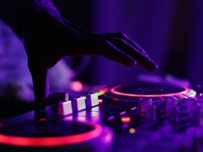 Jak szukać DJ na wesele? Sprawdź nasze wskazówki