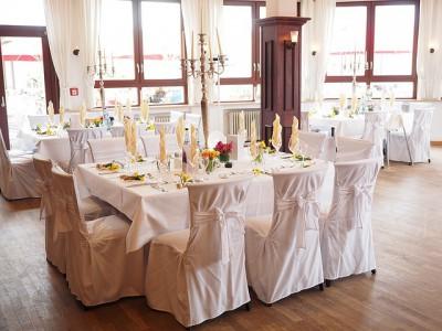 Jakie dekoracje wybrać do sali weselnej?